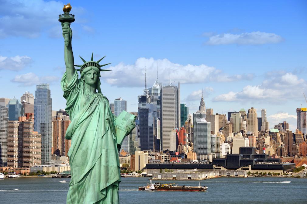 NewYork City Skyline - Statue of Liberty